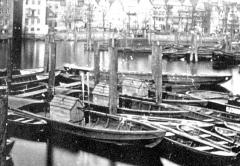 Schutenspritzen im Hamburger Hafen